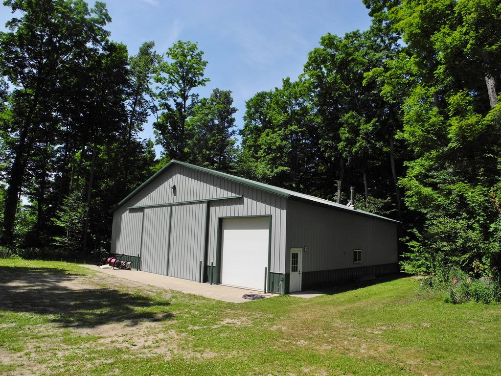 1252 S Norvick Road, Suttons Bay, MI – Beautiful Home & 60x60 Morton Pole Barn for sale by Oltersdorf Realty LLC (8).JPG