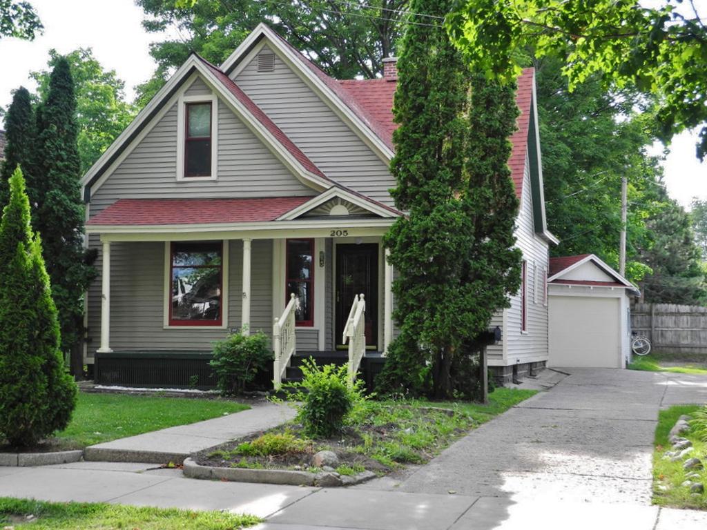 205 N Oak Street, Traverse City, MI – 3 Bedroom, 2 Bath Downtown Traverse City Home for sale by Oltersdorf Realty LLC (1).JPG