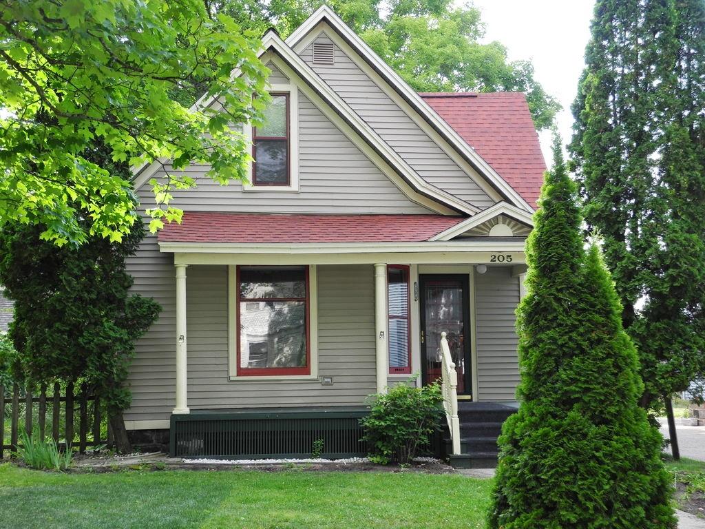 205 N Oak Street, Traverse City, MI – 3 Bedroom, 2 Bath Downtown Traverse City Home for sale by Oltersdorf Realty LLC (10).JPG