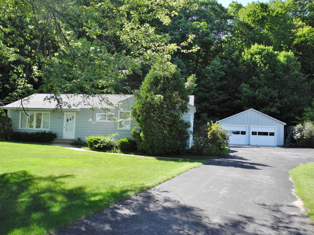 10108 S West Bay Shore Drive, Traverse City, MI – Ranch Home & 106' on West Grand Traverse Bay for sale by Oltersdorf Realty LLC (1).JPG