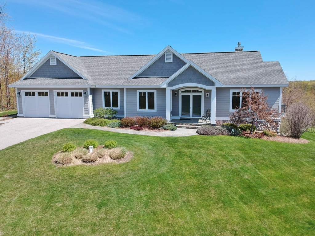 1900 N Blue Water Ct, Suttons Bay, MI – Ranch Home & Water Views - For Sale by Oltersdorf Realty LLC (2).JPG