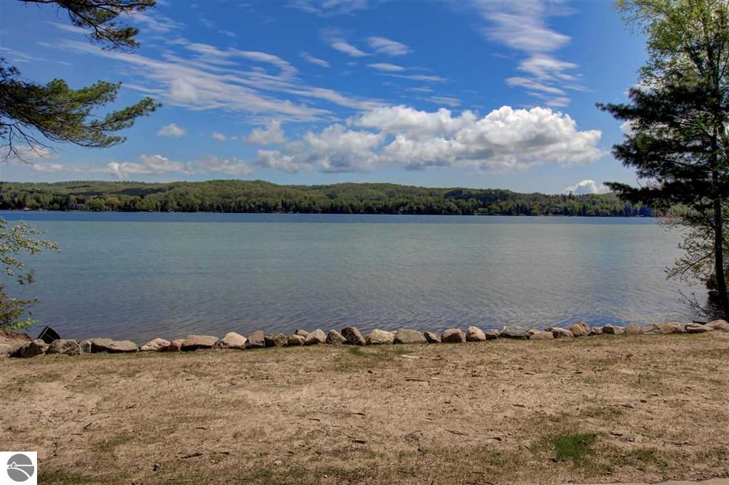 797 Dalton Shores Drive, Lake Leelanau (3).JPG