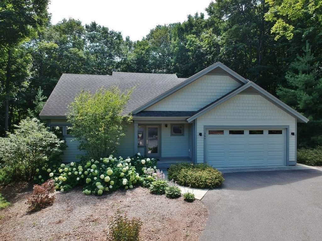 344 W Jefferson Ave, Suttons Bay, MI – Newer Village of SB Walkout Ranch Home for sale by Oltersdorf Realty LLC (1).JPG
