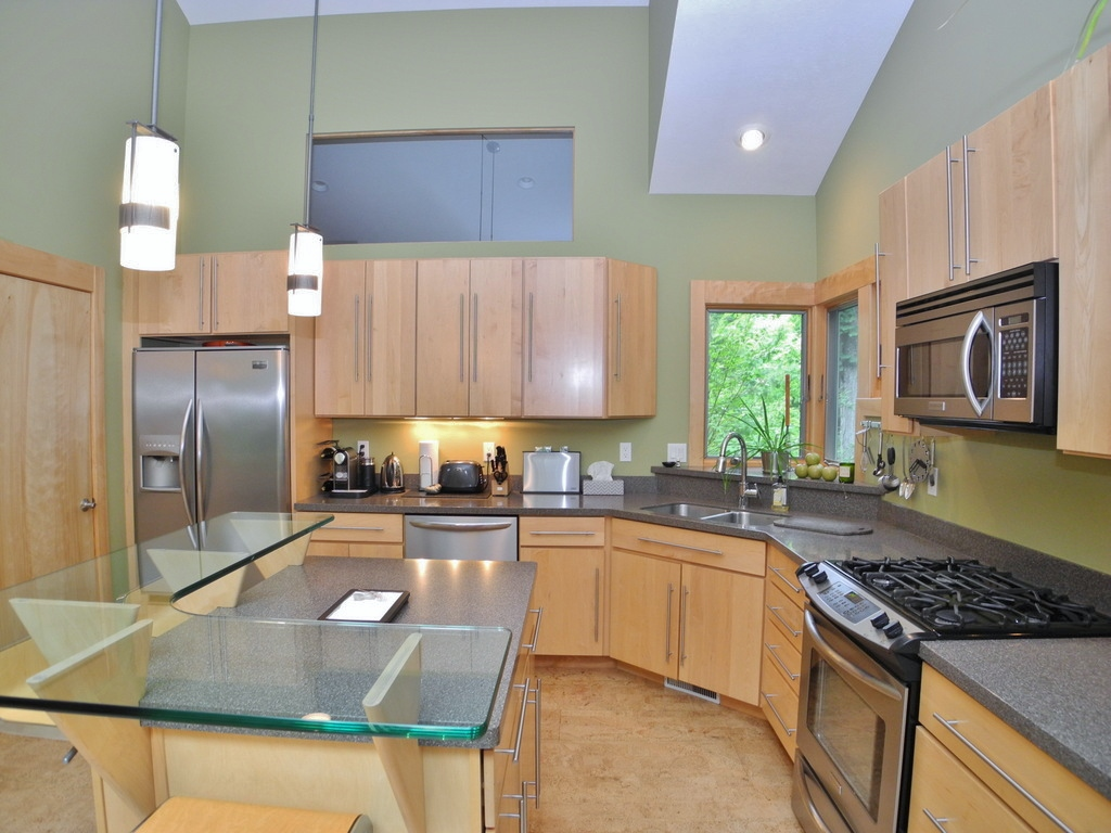 344 W Jefferson Ave, Suttons Bay, MI – Newer Village of SB Walkout Ranch Home for sale by Oltersdorf Realty LLC (19).JPG