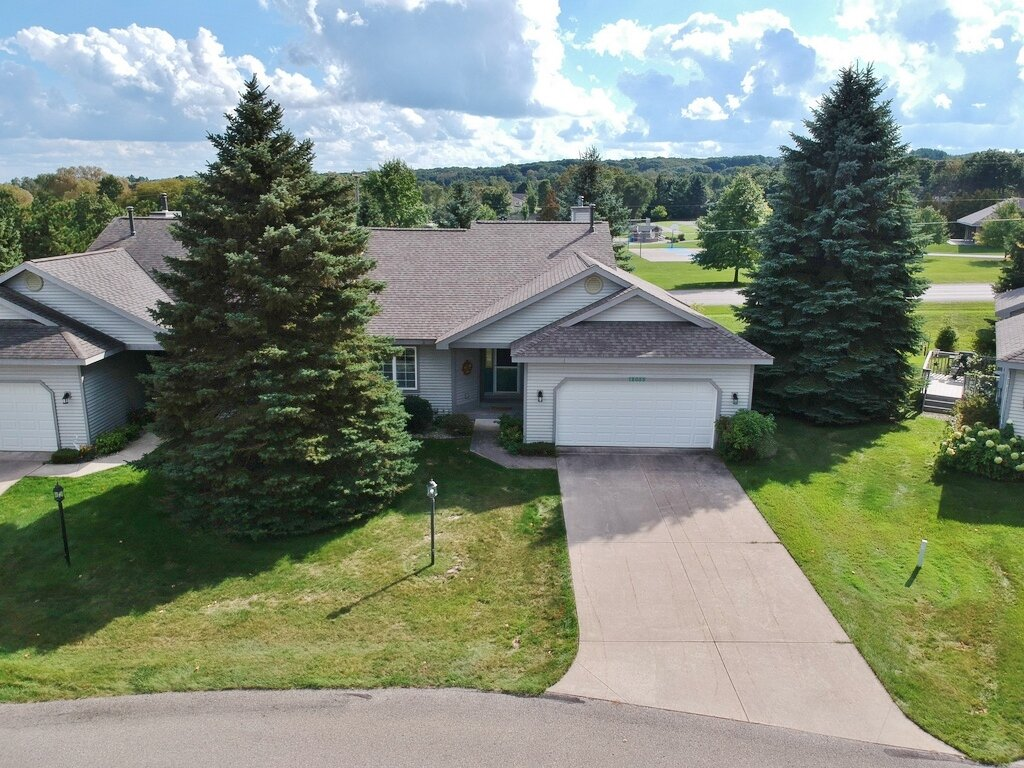 12055 S Elk Run, Traverse City, MI – 2+ Bedroom, 2 Bath Cedar Creek Condominium - For Sale by Oltersdorf Realty LLC (3).JPG