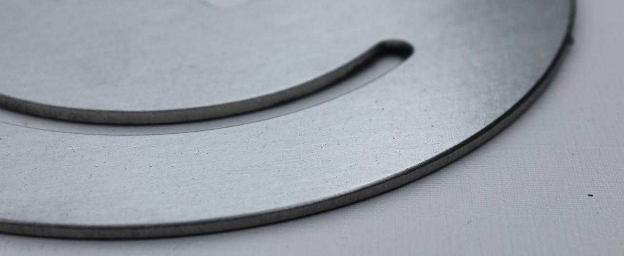 RVS borstelen met Fladder borstelmachine; richtingloze metaal finish