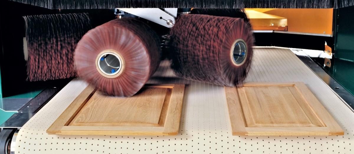 De Fladder schuurtechniek is geschikt voor zowel vlakke als niet-vlakke delen