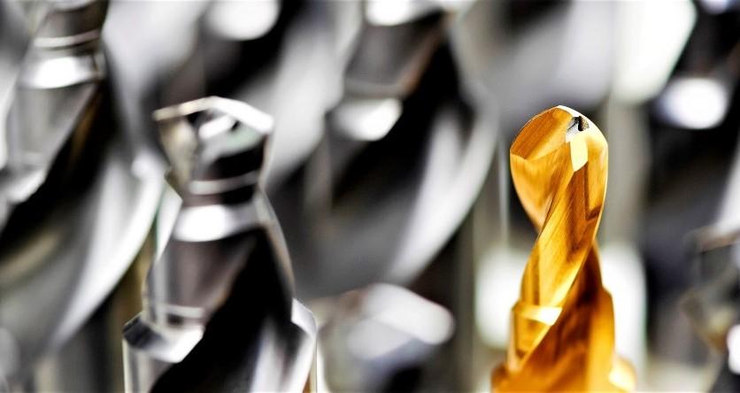 Gereedschappen / tools - - Vergladden spaanvlak, polijsten, snijkant verronden, ontbramen en verwijderen van droplets- Geschikt voor frezen, boren, tappen, etc.- Verlengt de levensduur van het gereedschap gezien minder frictie bij inzet- Verbetert de hechting van de coating en verwijdert droplets na het coaten