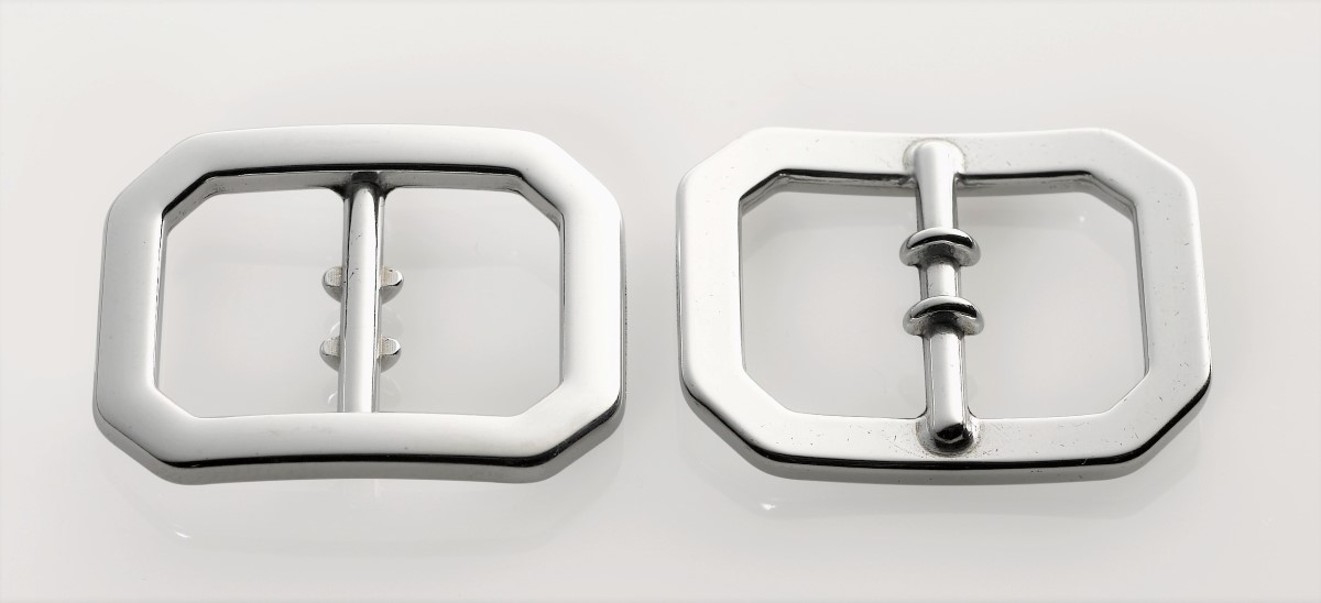 mode accessoires - Polijsten van gespen, knopen, clips, sluitingen.Diverse materiaalsoorten zoals zamak, messing, brons, RVS, etc.