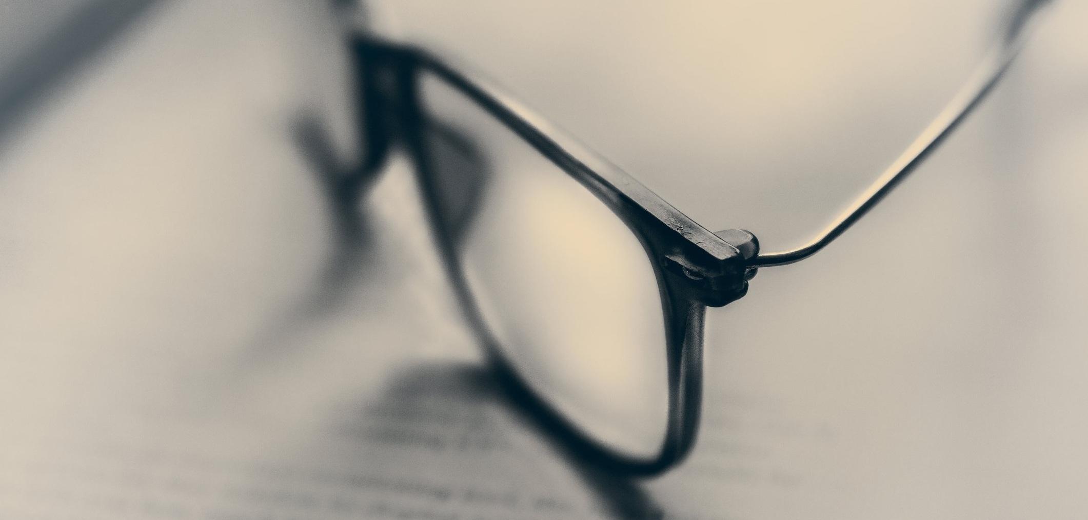 Brilmontuur onderdelen - Verronden, ontbramen en polijsten van brilmonturen en onderdelen zoals de neusbrug, neusvleugel, brilpoot en scharnieren