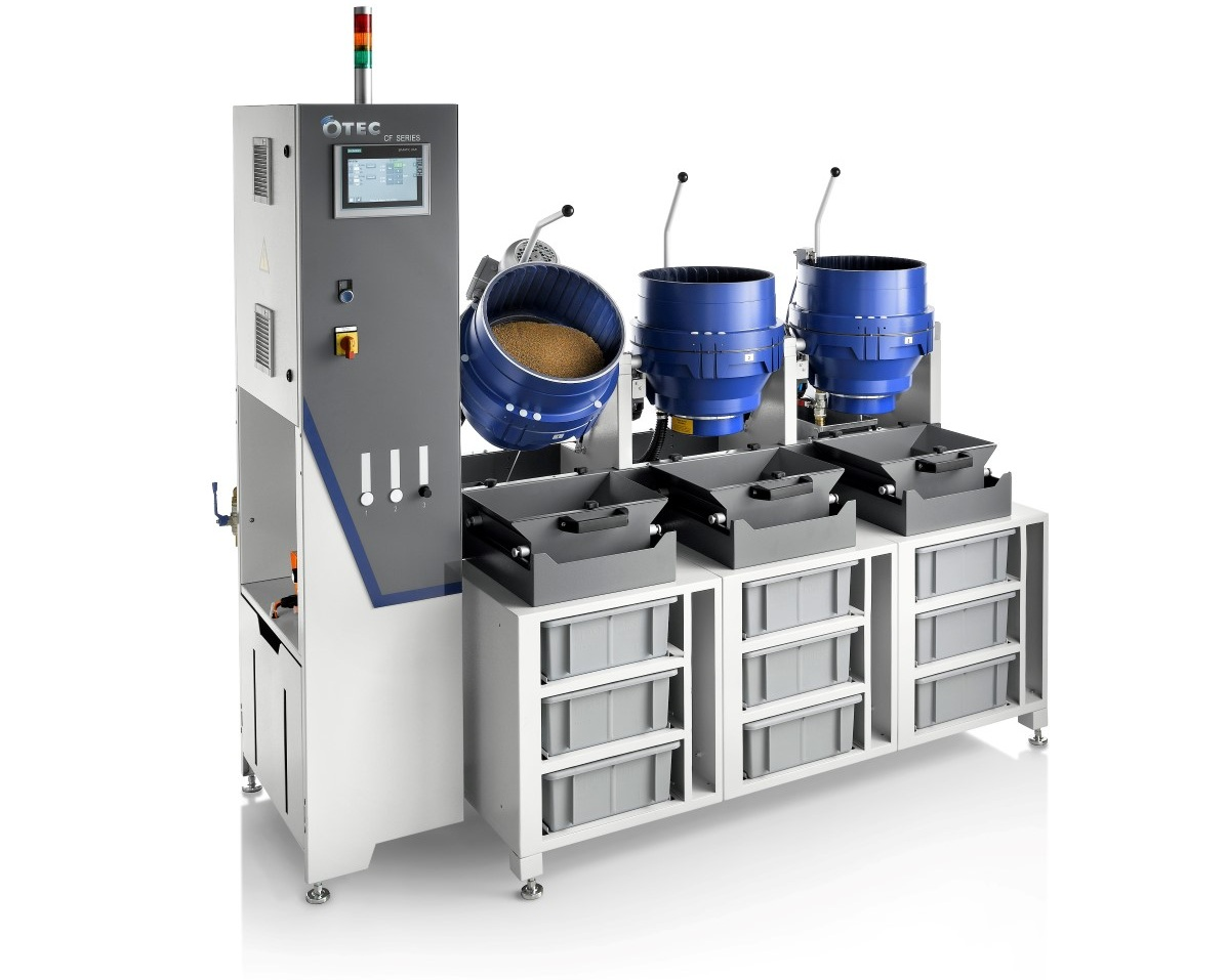 Standaard CF-serie - - De high-end CF-machine van OTEC voor industriële toepassingen- Meerdere containers kunnen naast elkaar worden geplaatst- Bediening alle containers middels 1 Siemens touchscreen- Opslag van vele bewerkingsprogramma's- Automatische dosering compound met water- Perfect voor het bewerken van grote batches, met automatisch ledigen van container- 9L, 18L, 32L of 50L containers