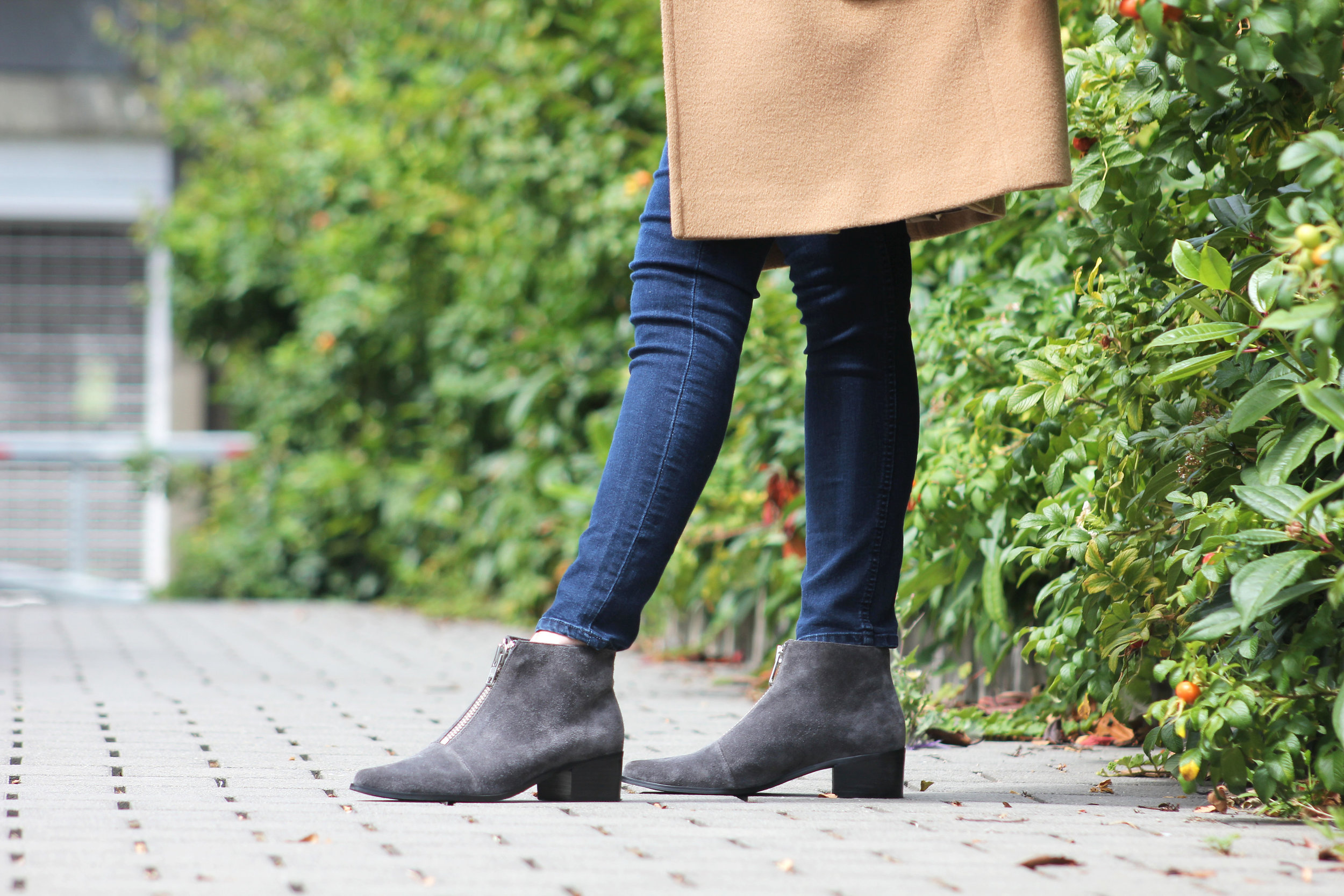 Grey-City-Shoes-On-Seattle-Fashion-Blogger-McKenna-Moe-The-Modern-Mosaic