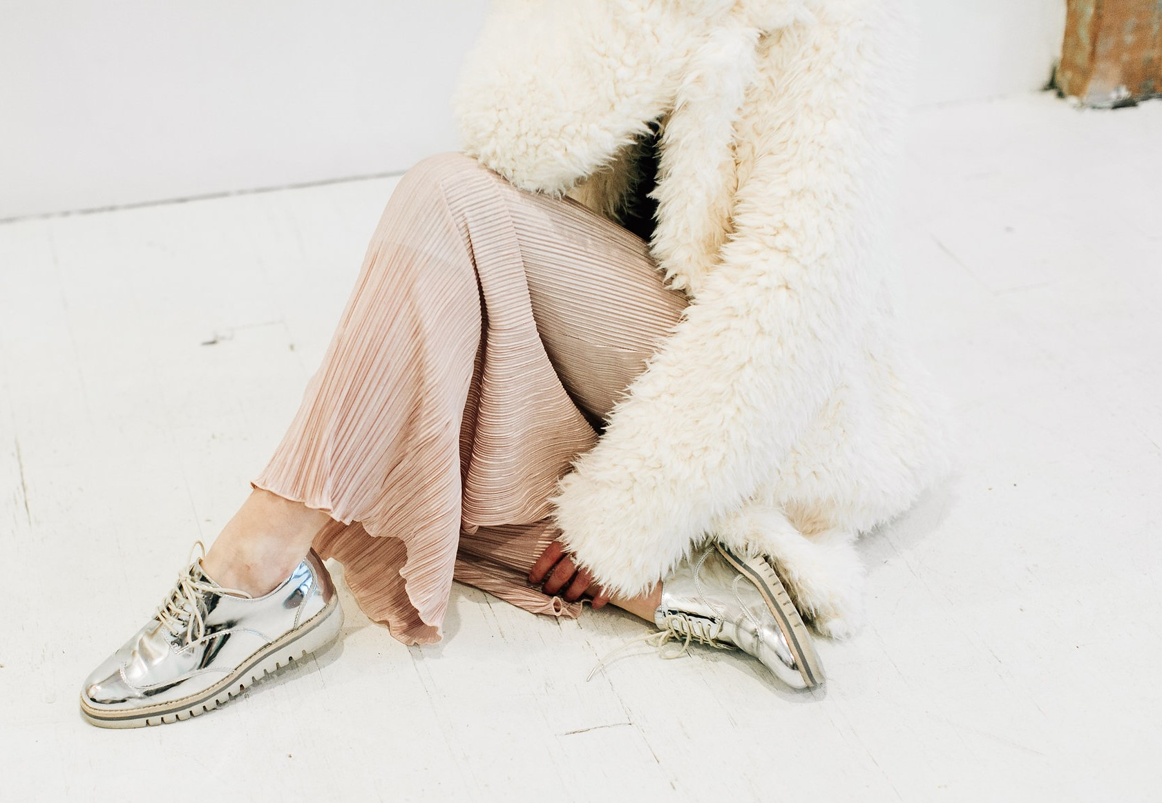 Faux-Fur-Coat-and-Pleated-Pants-Fashion-Blogger