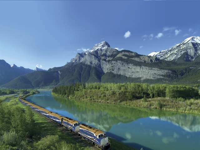 TB-The-independent-travel-canada-travel-inspiration-rocky-mountains.jpg