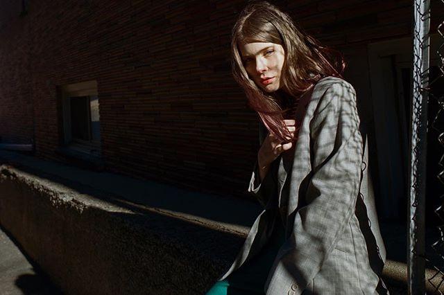 - spook -   model: @kyrstenmarieathan  styling + wardrobe: @rolandfitz.me  film: #portra400 camera: #canon1v scan/ dev: @thefindlab