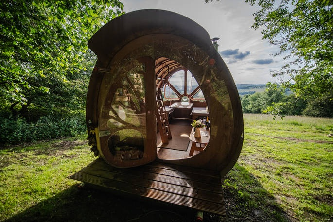 Local Glamping - Welcome to The Fuselage - you'll be cruising at 700ft above sea level, with sunsets of massive Cotswolds views and a blissful, outdoor life.Beautiful walk, or short drive to the pub!Click below and contact Kate for more info