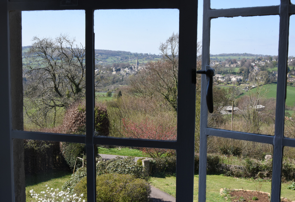 Farm View House - Farm View House is the perfect place for walkers. Wysis Way is accessible directly from the garden and the Cotswold Way is just across the valley. Contact our good friend Jenny for more info.30 min walk to pub, or short drive