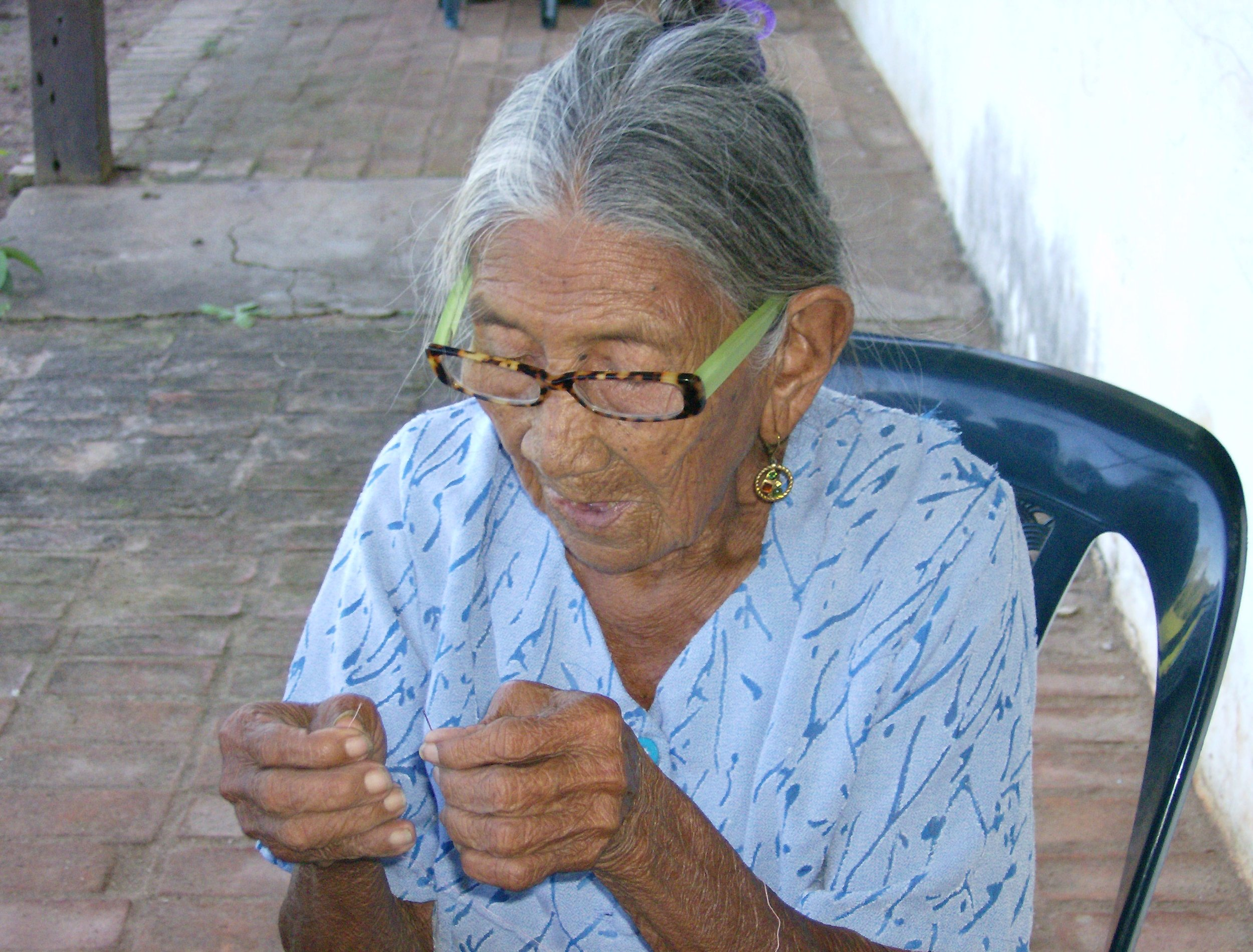 Bolivia Photo woman with thread.jpg