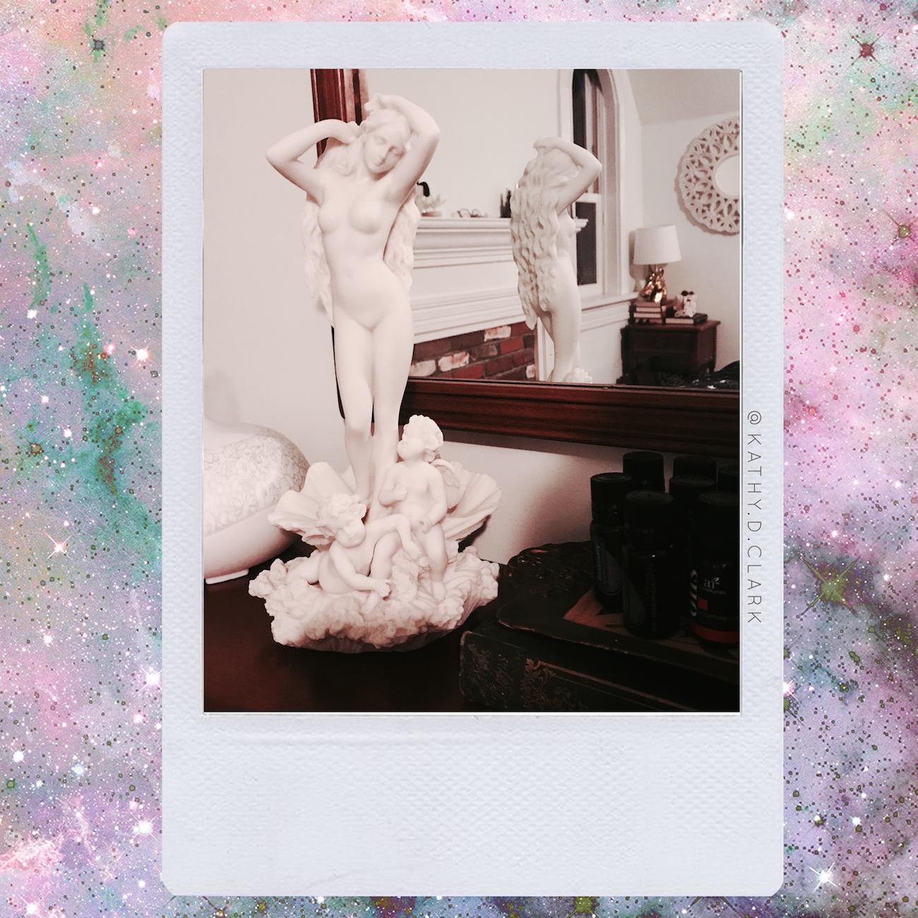 kathy-d-clark-laceandwhimsy-venus-statue-room-photo.PNG
