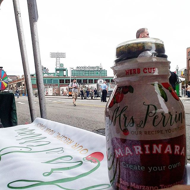 ⚾⚾at the #phantomgourmet food festival! Stop by for meatballs and arancinis😋😋 #photobombed #turtlehead #yawkeyway