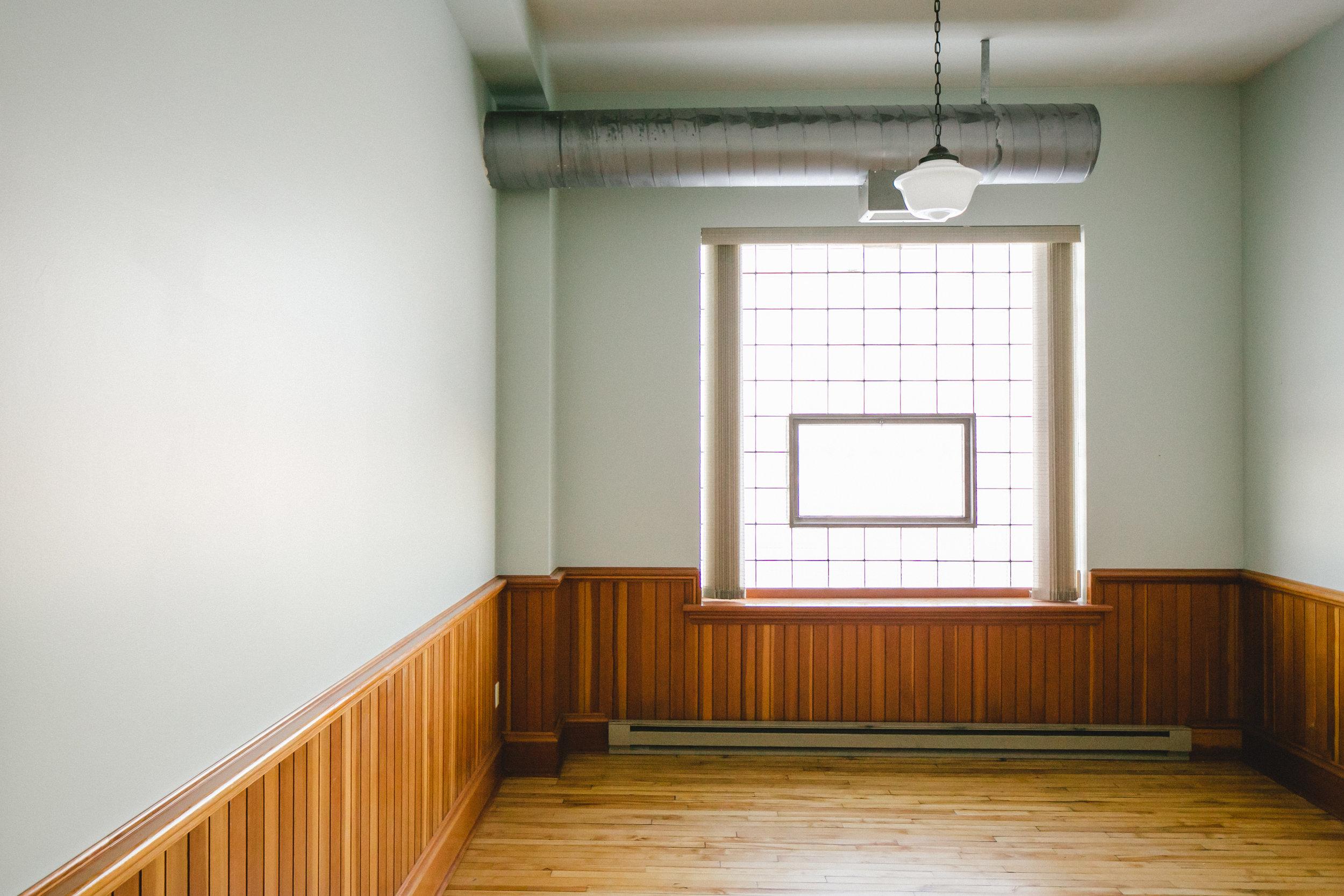Image shown - Suite 211