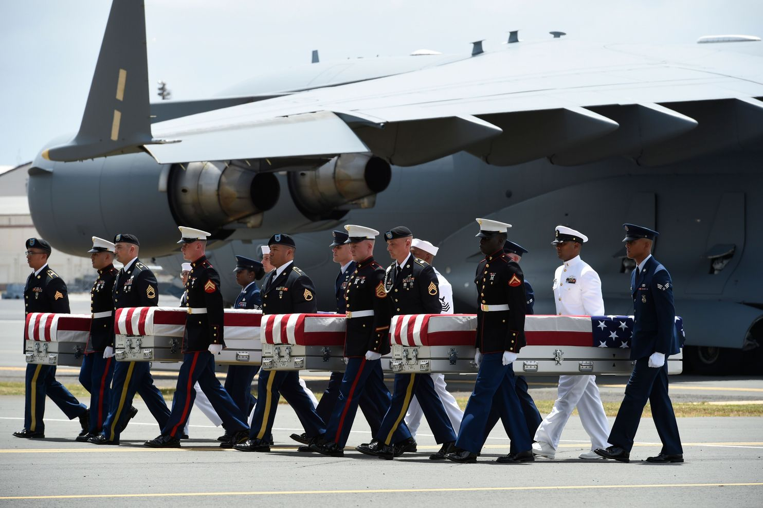 Military pallbearers carry what are believed to be remains of U.S. service members collected in North Korea during a repatriation ceremony in Hono­lulu on Aug. 1. (Ronen Zilberman/AFP/Getty Images)