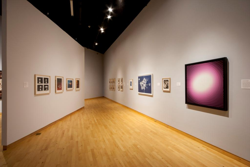 "Enhanced! Photographic Works from the Drapkin Collections with Contemporary Light-Based Media""    Obras en sala"