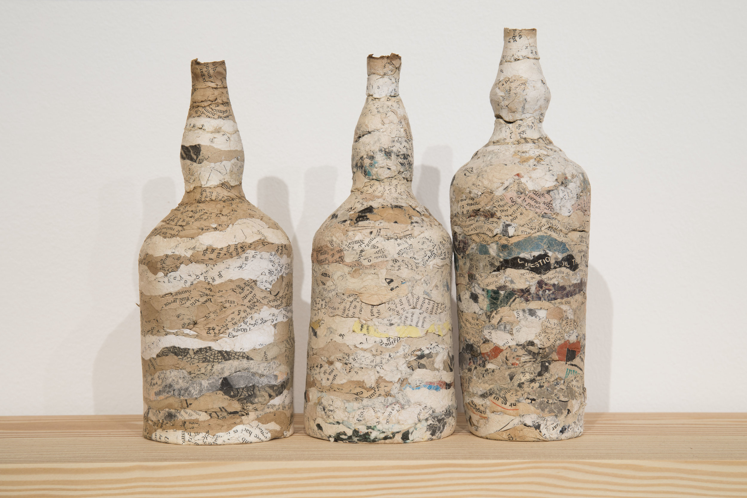 Embotellados / Bottled (Detalle)  ,    paper, glass and wood, 2016. Foto Oriol Tarridas