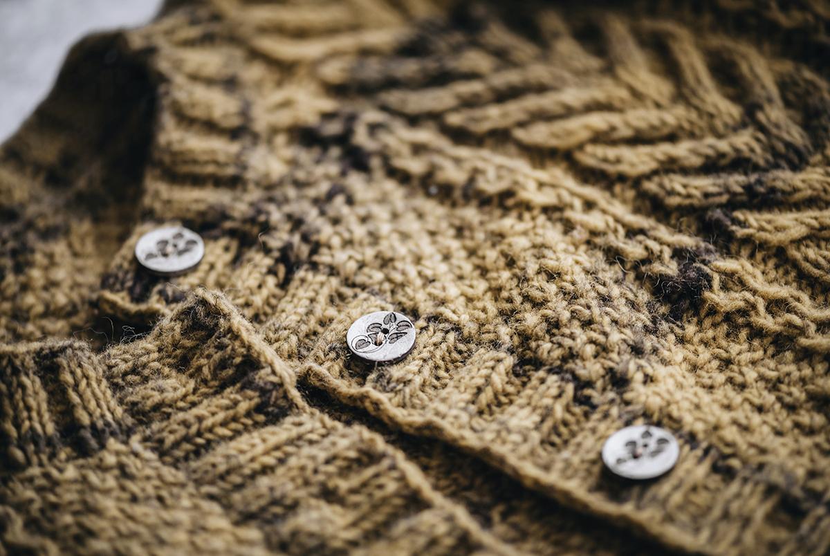 close-up-detail-aran-cardigan-beiroa-buttons-patricia-martins-yellowish-2019