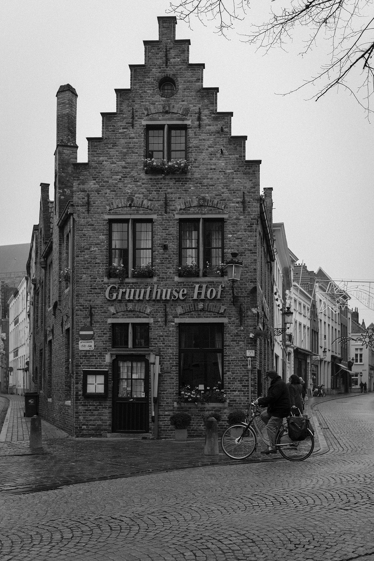 Bruges-black and white photograph-Patricia Martins Yellowish blog