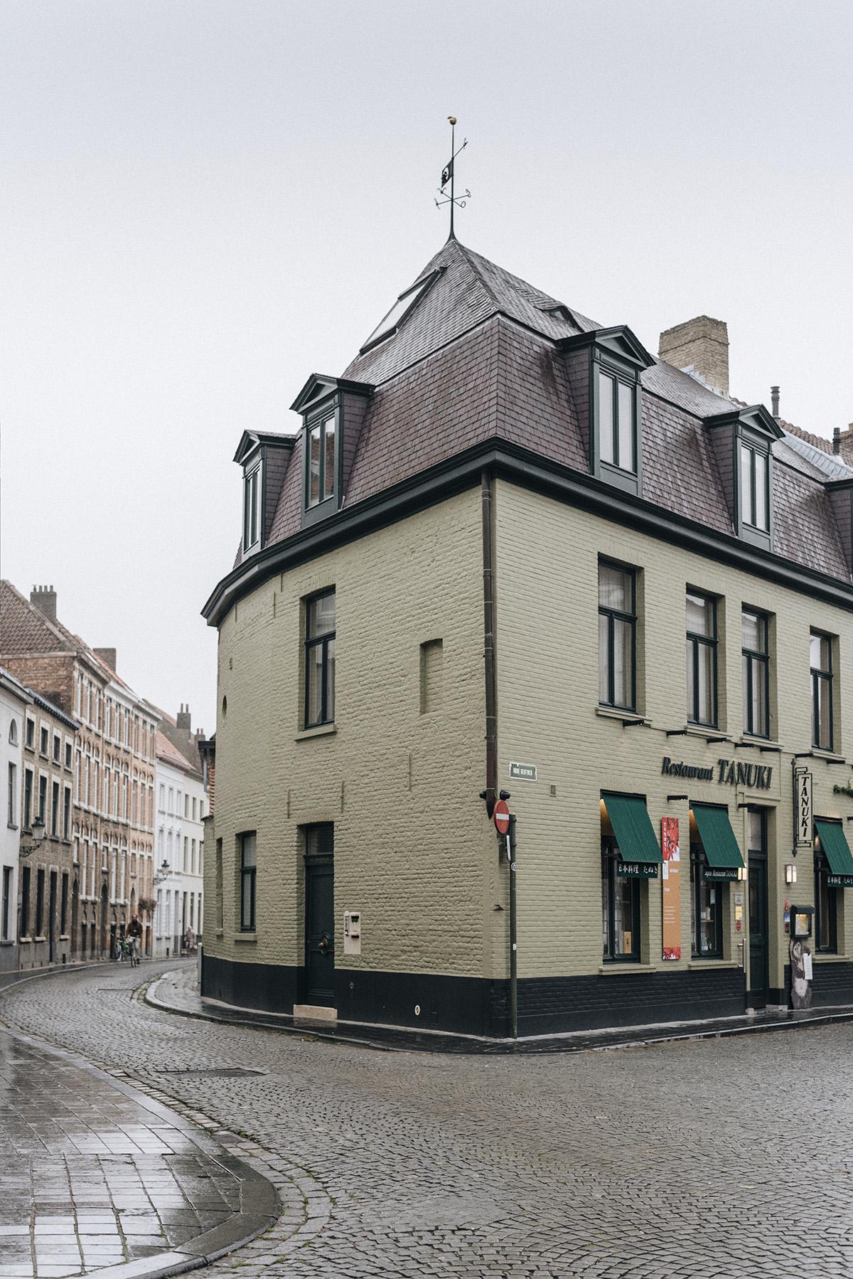 Bruges street - Patricia Martins Yellowish blog