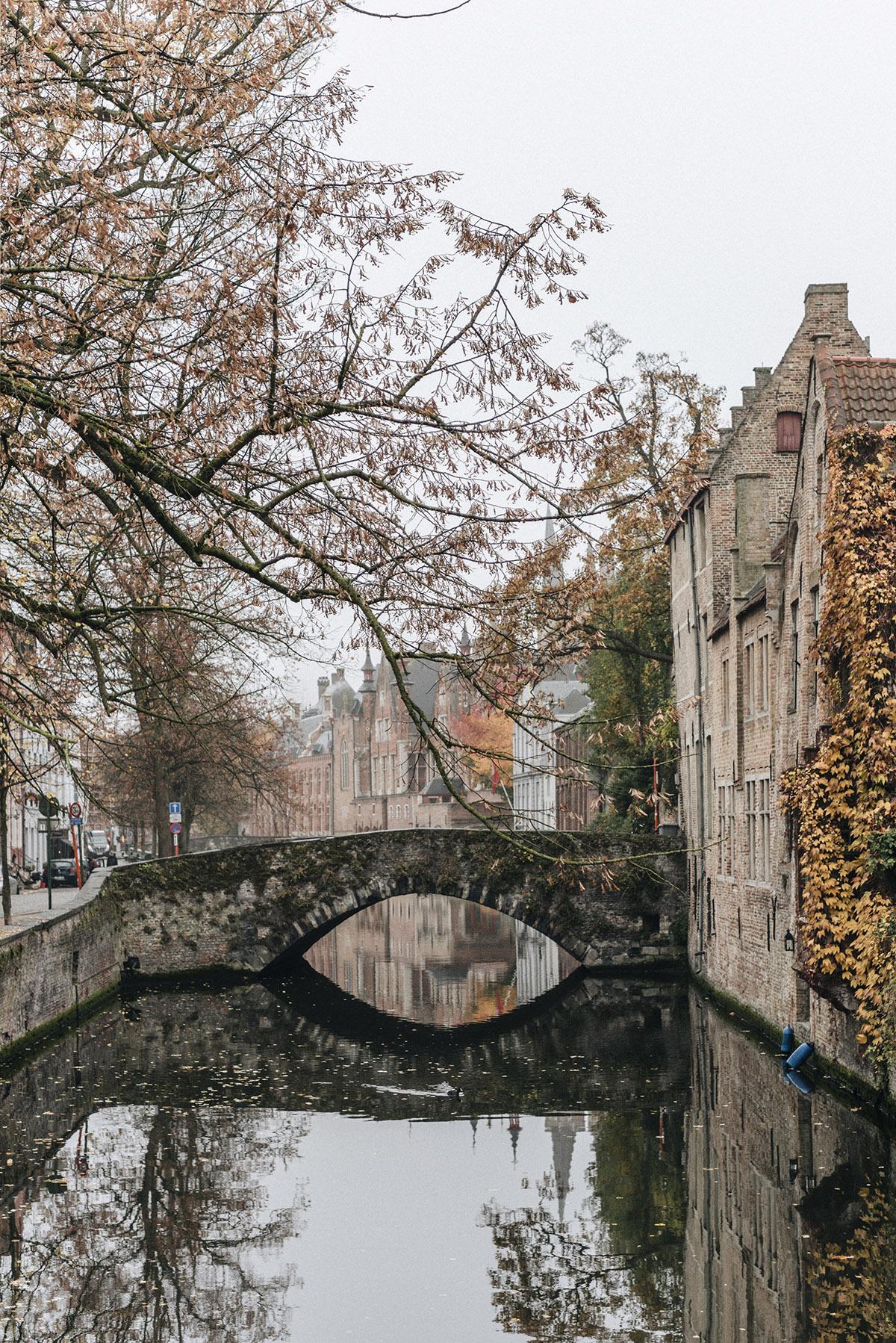 Bruges - Autumn - bridge street - Patricia Martins Yellowish blog