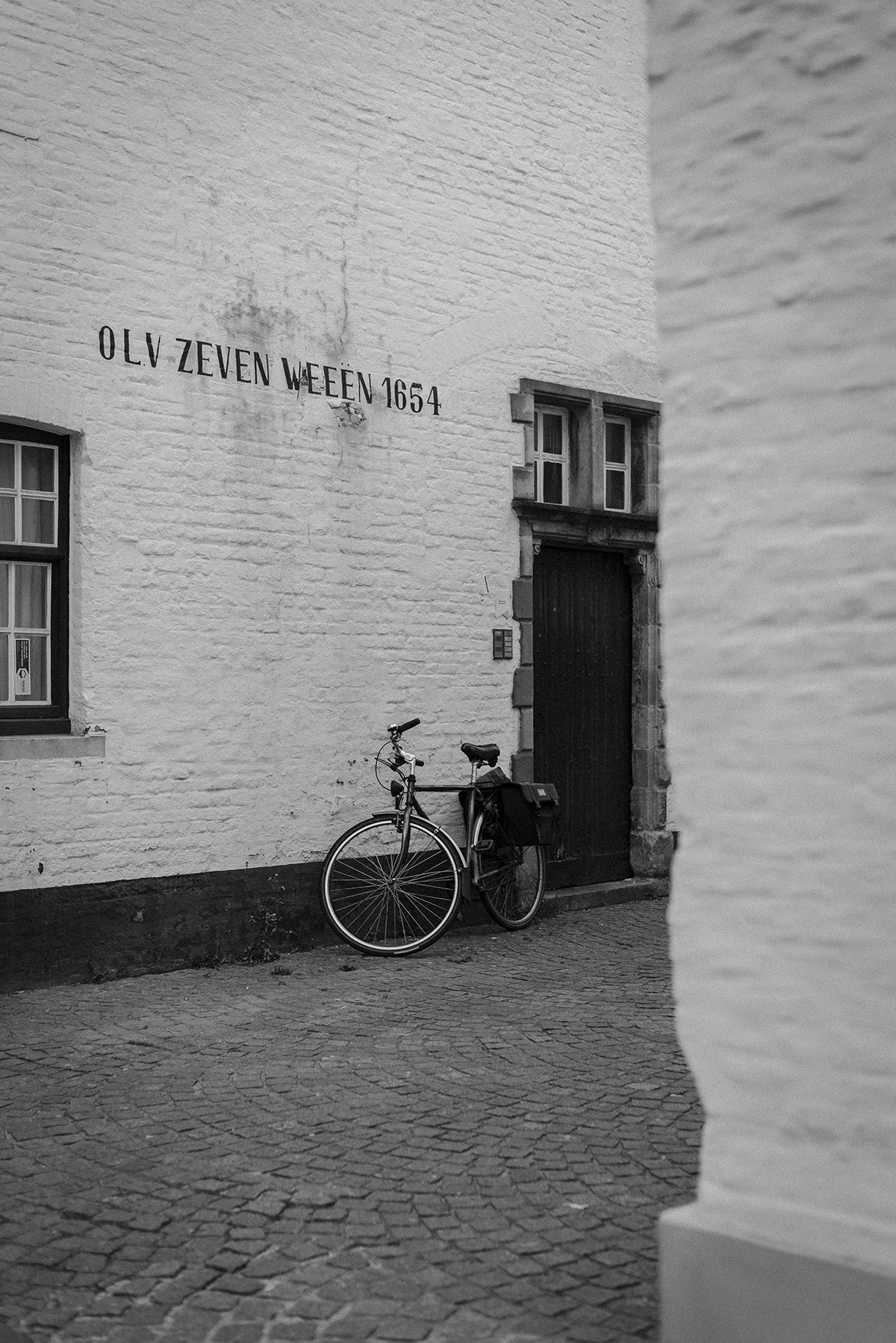street Bruges - black and white photograph - Patricia Martins Yellowish blog