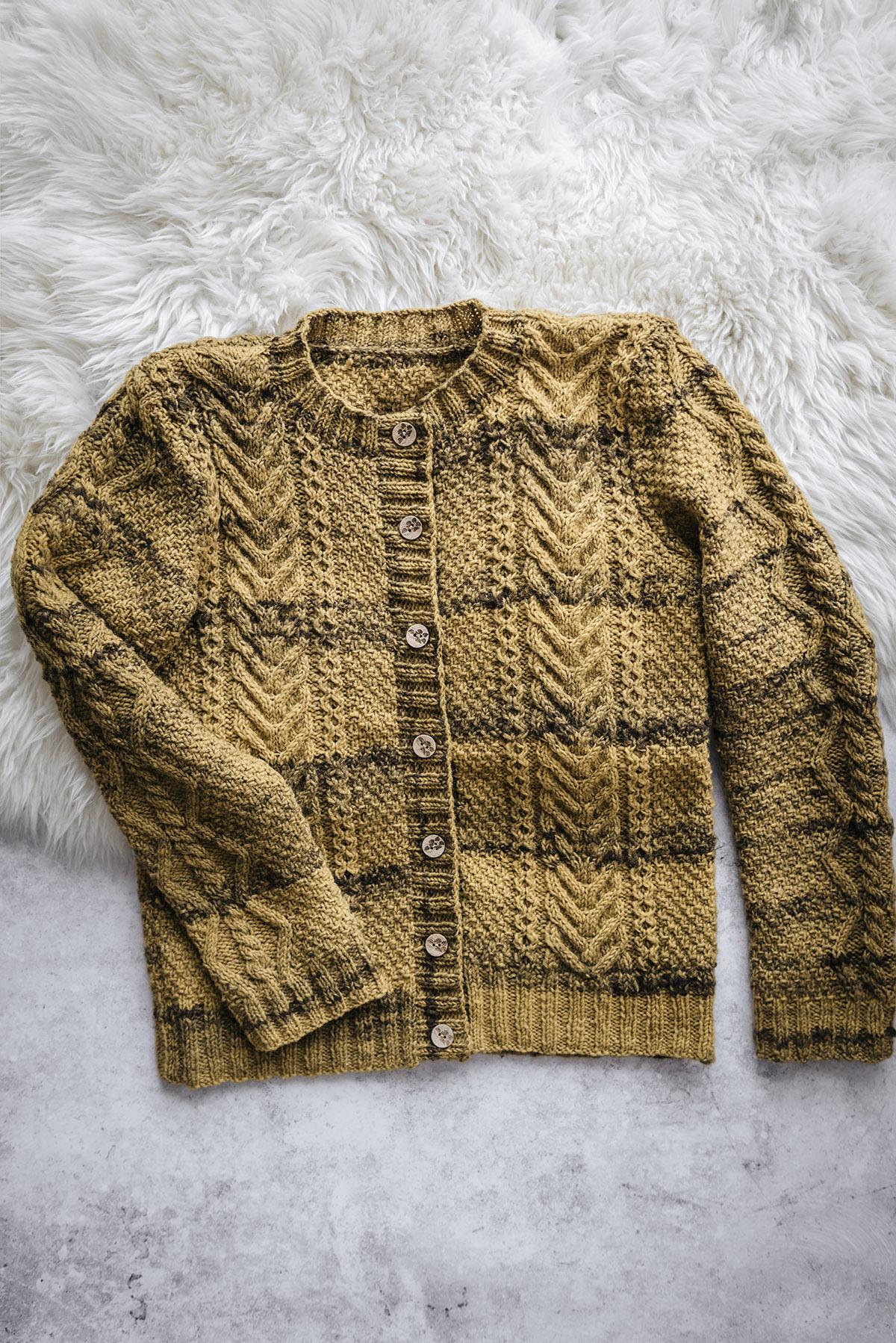 Aran Cardigan Yoko Hatta pattern Knitted with Beiroa Portuguese wool.jpg