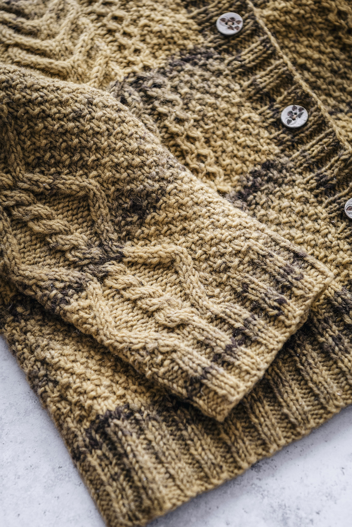 close up Aran knitting cardigan Yoko Hatta Beiroa Portuguese wool Yellowish blog.jpg