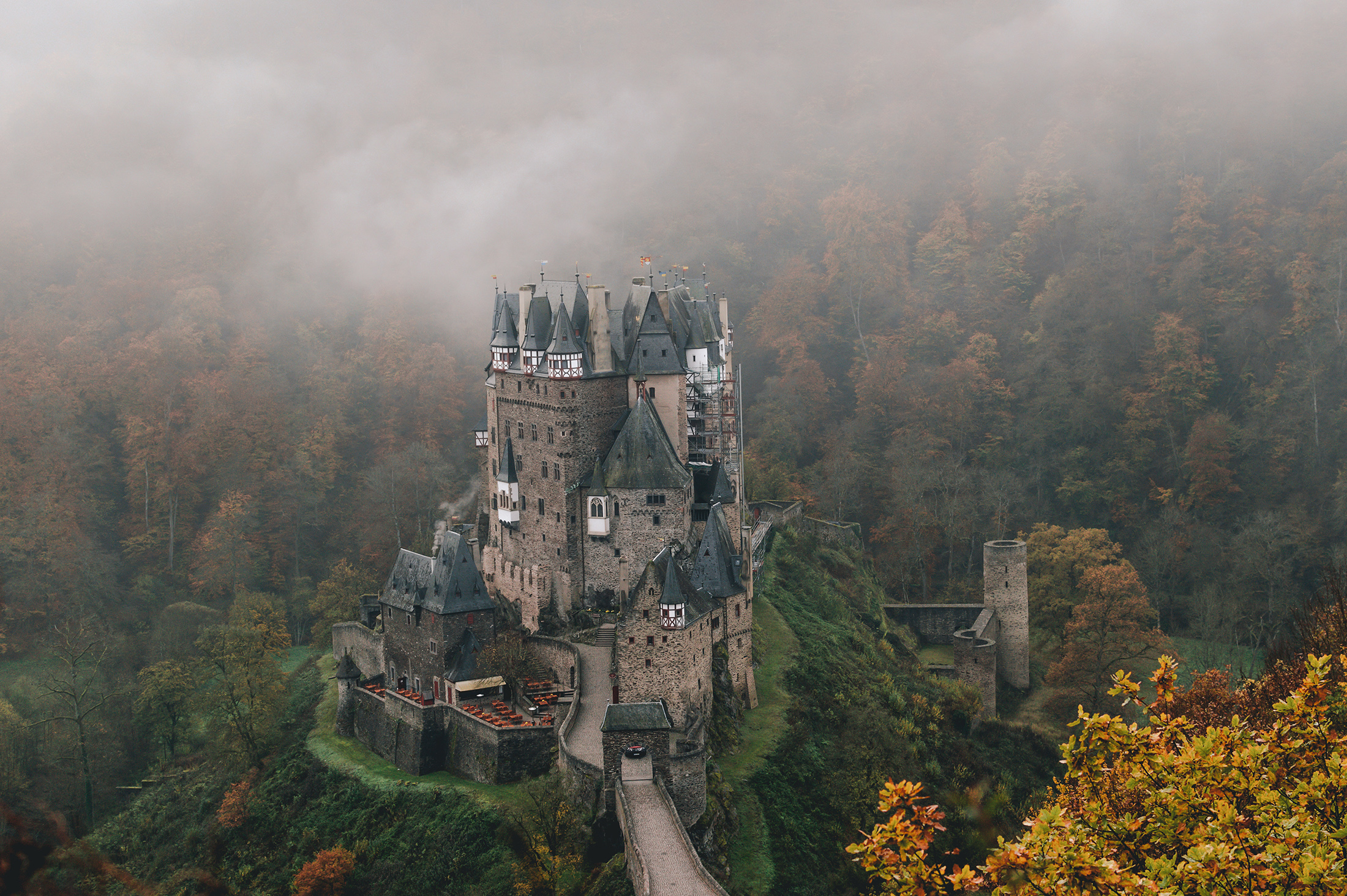 Eltz burg germany autumn.jpg