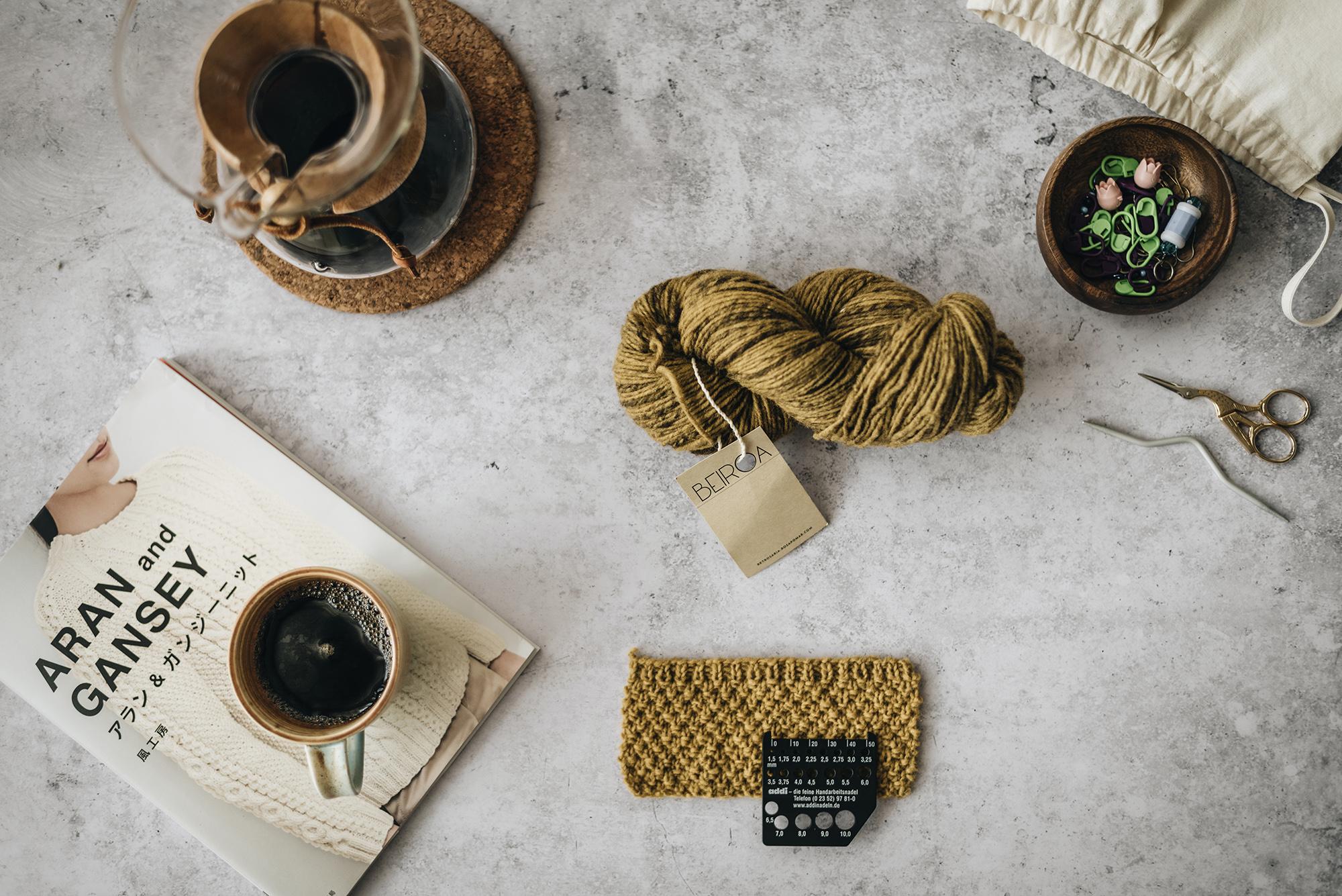 Aran and gansey-beiroa rosa pomar-coffee chemex-table-yellowish-2019-patricia-martins