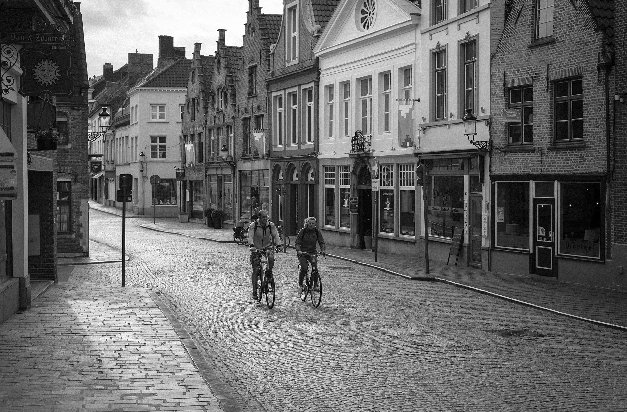 people on bicycle - street - Belgium Bruges - black and white photograph - Patricia Martins Yellowish blog
