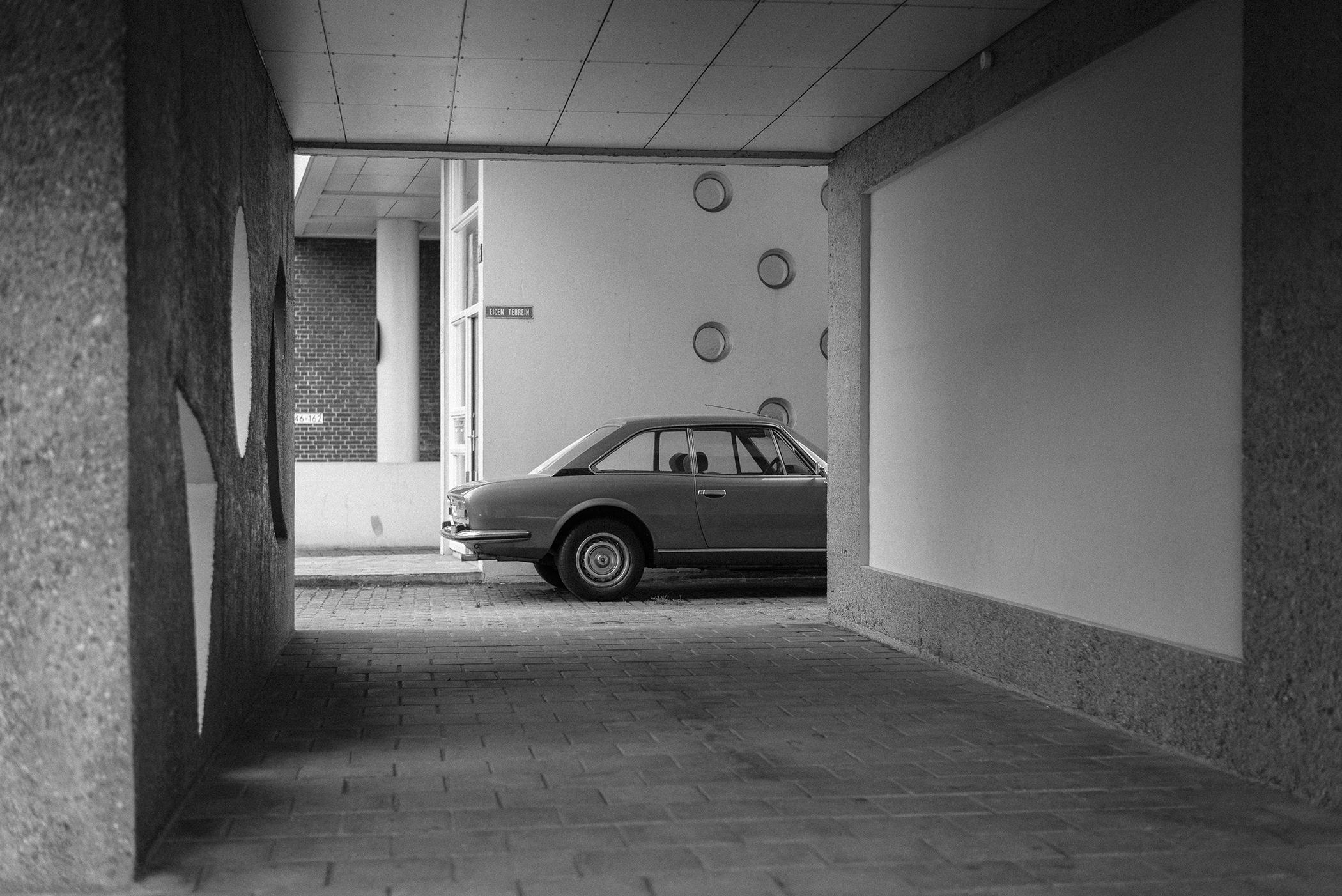 vintage car street photography Rotterdam bnw