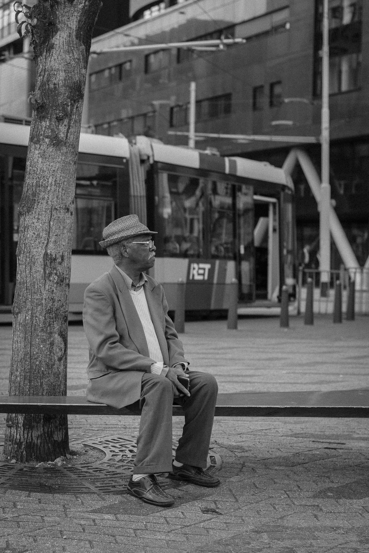 street bnw photography portrait old man Rotterdam