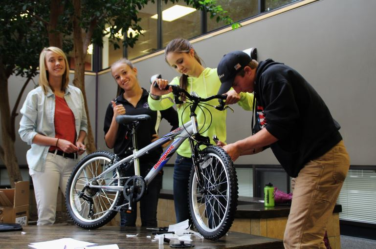 2015 Estes Thrives Day, Bike Building Project