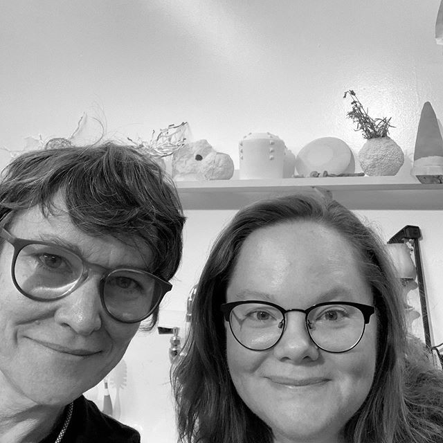 Episode 28 with Virginia Griswold ( @virginiagriswold ) is now live! 🍑🤓🎤🎧 —HARNESSING MATERIALS WITH MEMORY TO CONVEY THE EPHEMERAL /OCTOBER 1, 2019  Peachy Keen visited the home studio of Nashville artist Virginia Griswold on a Sunday morning to chat about her life and work. Starting with the shocking revelation that Griswold was once sent away to an all-girls Catholic school for disciplinary issues and a little family history focusing on women artists, we quickly get into tackling her broad-based postsecondary education. - We discuss Griswold's early focus on a variety of craft-related media and the related feminist overtones, her five years as a studio technician and instructor at Urban Glass in Brooklyn and her eventual choice to take a more conceptual direction in her work by attending graduate school at Alfred University's Sculpture/Dimensional Studies program before getting into her current body of work. - Sitting in her studio at a table of works in progress, we explore a variety of topics related to her materials, techniques and themes including combining fiber and ceramics, dyeing using native plants, and postpartem anxiety and the body. If you're looking to get schooled on a wide variety of three-dimensional materials and techniques, this is your episode.