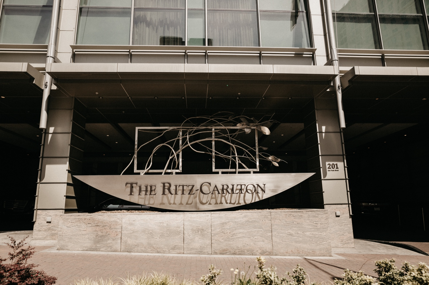 04_Ritz-carlton-wedding_charlotteNC_charlotteweddingphotographer.jpg