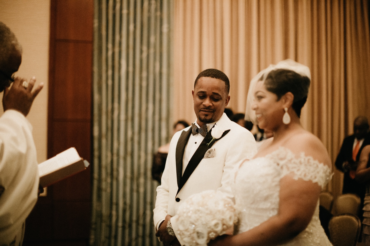 34_Ritz-carlton-wedding_charlotteNC_charlotteweddingphotographer.jpg