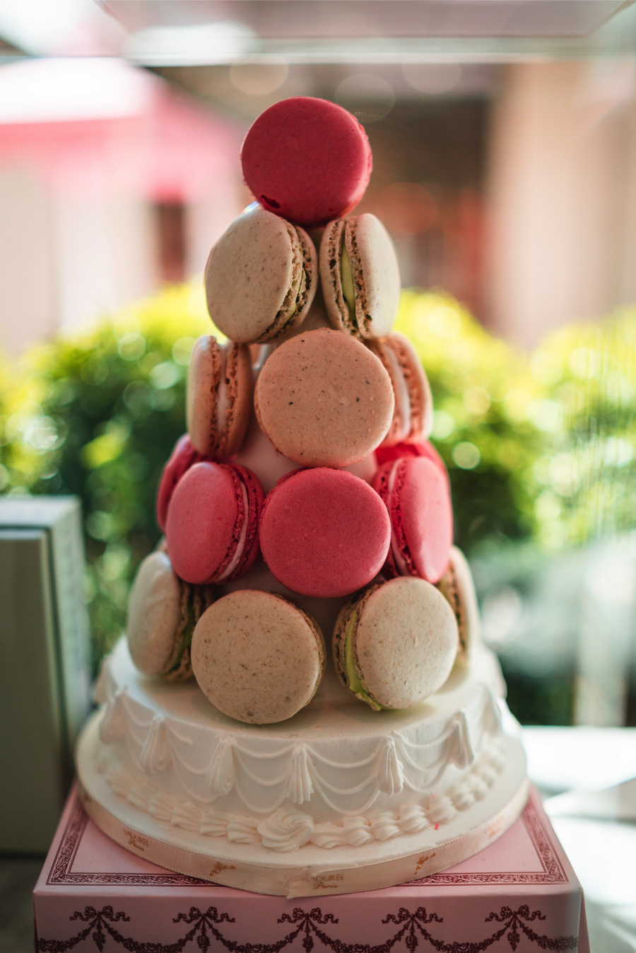 macaroon-wedding-cake-trends-2019_0.jpg
