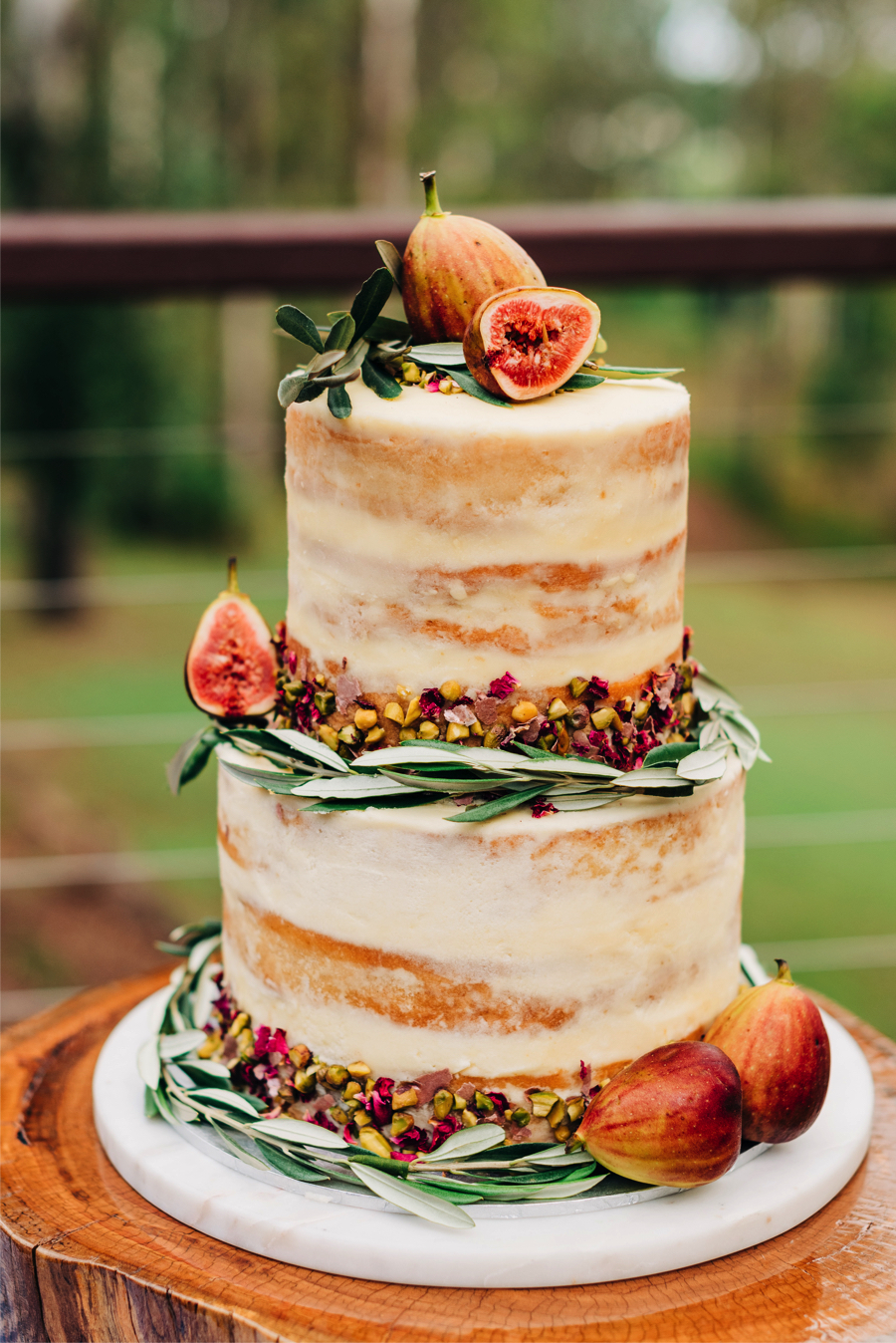 fruit-wedding-cake-trends-2019_0.jpg
