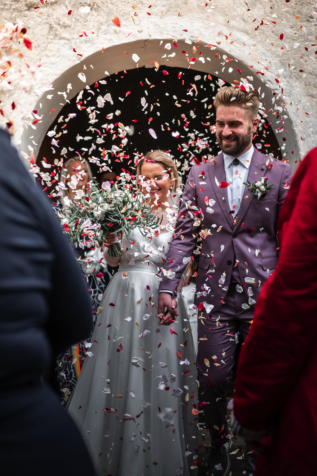 confetti-wedding-exit-ideas_2.jpg