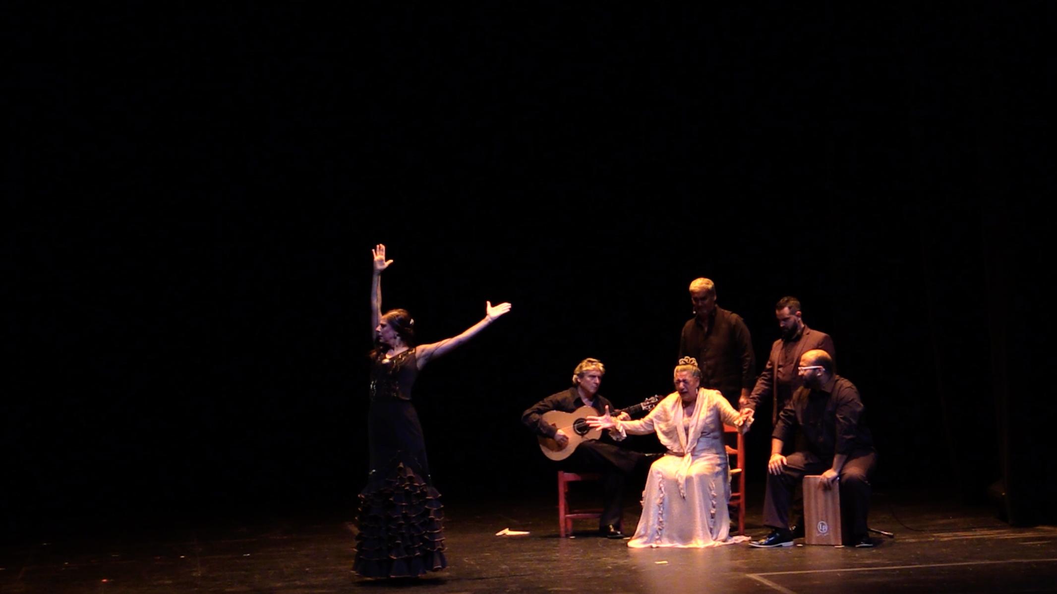 Ending Solo by Carola Zertuche con Juana la del Pipa, Chuscales, Diego Alvarez, Jose Cortes, Manuel Gutierrez