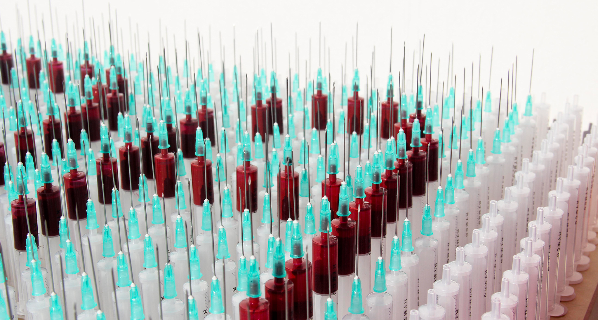 syringes-typography-by-camilo-rojas 2_o.jpg