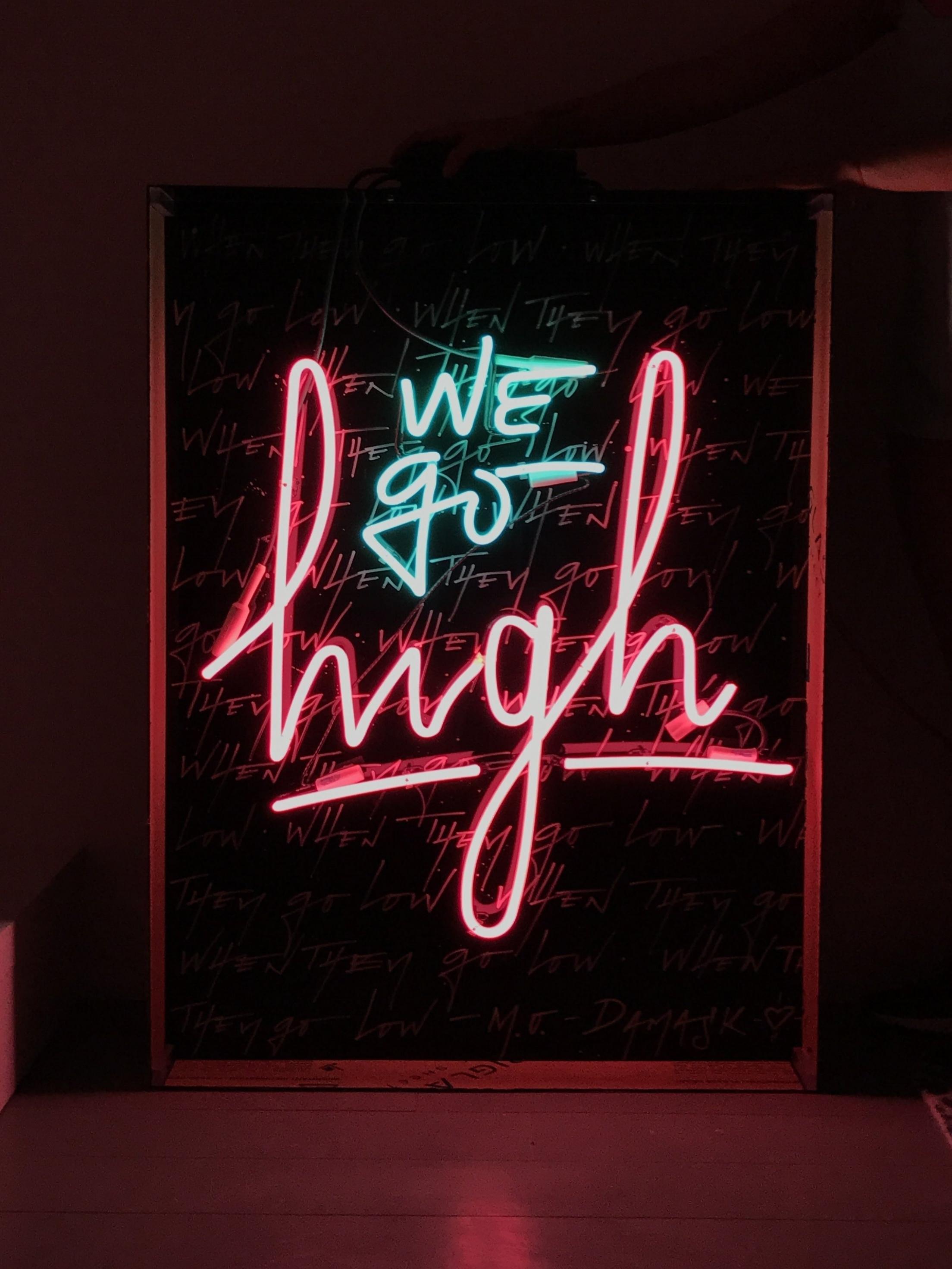 caligrafia-neon-camilorojas.JPG